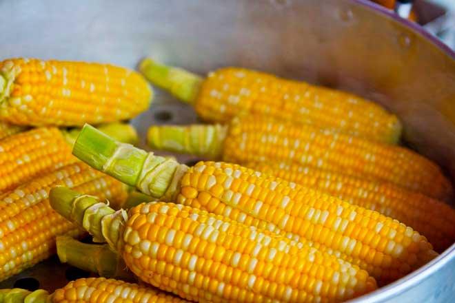 кукуруза в кастрюле