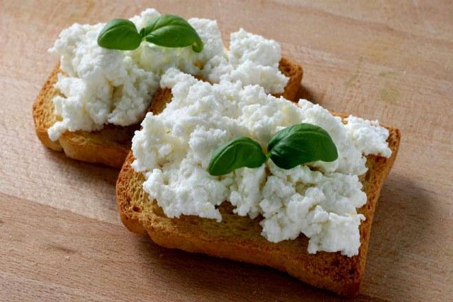 бутерброды с творогом и зеленью